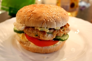 kruti_burger_s_mangovou_majonezou
