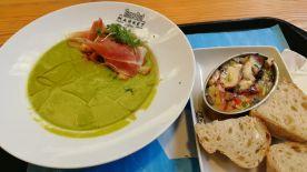 hrášková polévka s jamomen, salada de polvo